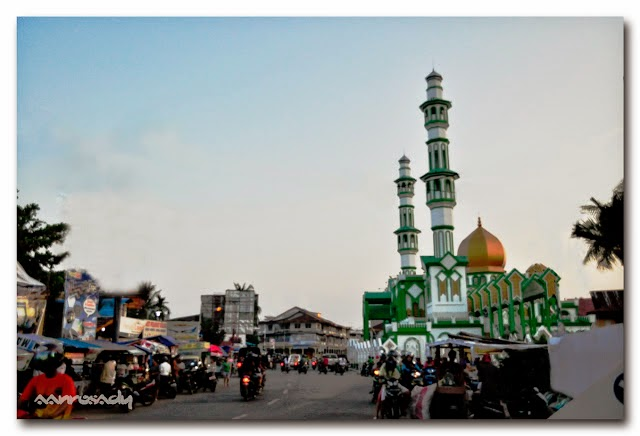 Masjid Raya Singkawang waktu ramadhan pasar juadah