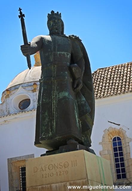Monumento-Alfonso-III-Vila-Adentro