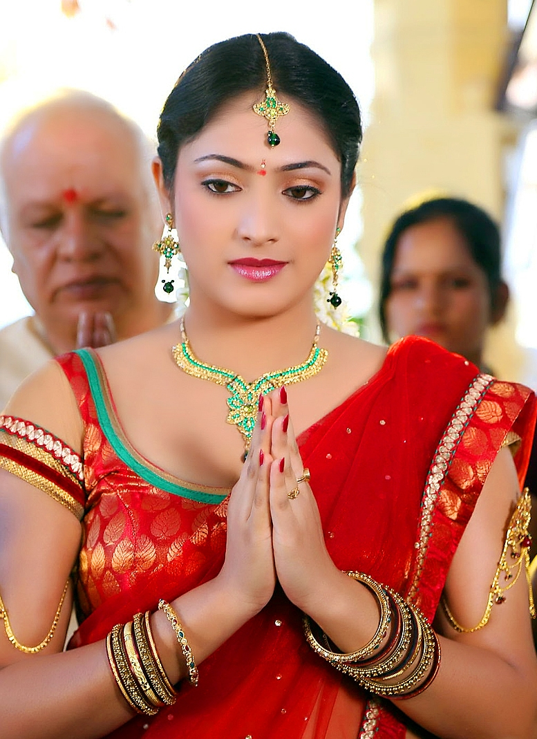 Actress Hari Priya Photos In Traditional Red Saree