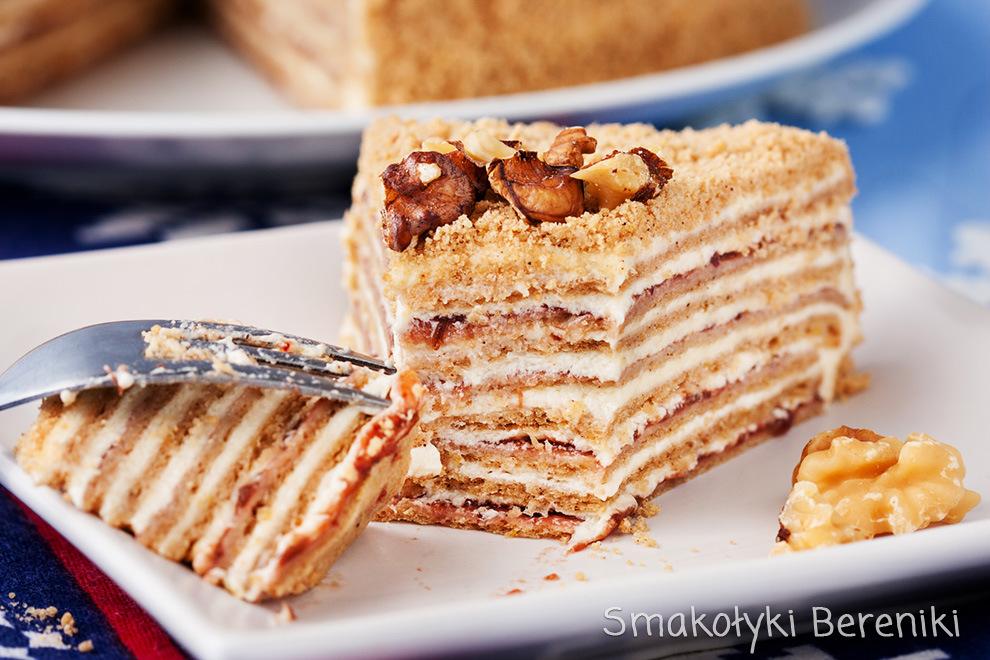 wielowarstwowy świąteczny tort korzenny
