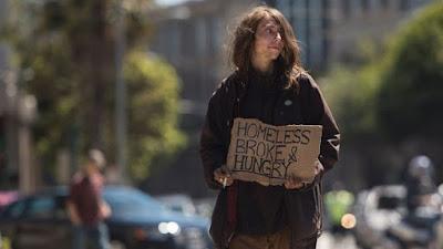 Imagem de uma jovem homeless nos EUA