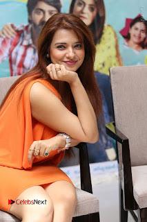 Actress Saloni Aswani Pos in Short Dress at Meelo Evaru Koteeswarudu Movie Interview  0156.JPG