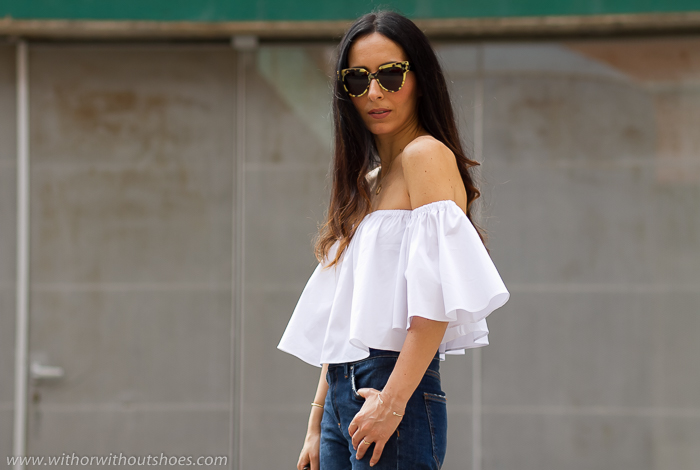 Look de influencer blogger instagramer de valencia con la blusa off shoulder de la temporada