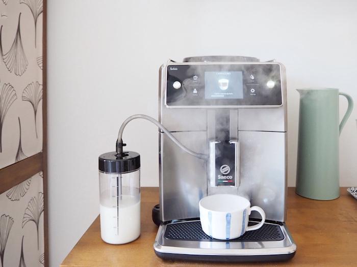 Macchina del caffè di design: espresso e cappuccino con stile nella mia cucina