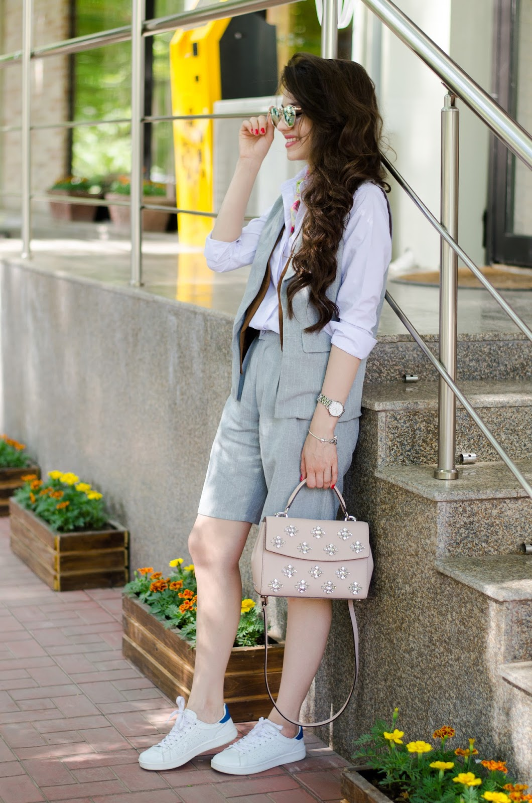 fashion blogger diyorasnotes diyora beta grey suit vipme white sneakers casual outfit scarf asos how to style suit for summer