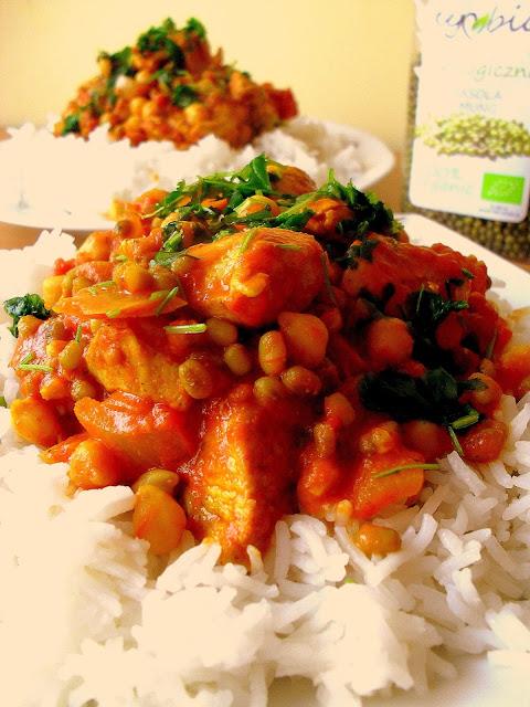 Indyjska potrawka z kurczaka i fasoli mung