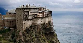 Οι θρύλοι για το Άβατο του Αγίου Όρους. Τι συνέβη στους Τούρκους που θέλησαν να φέρουν γυναίκες
