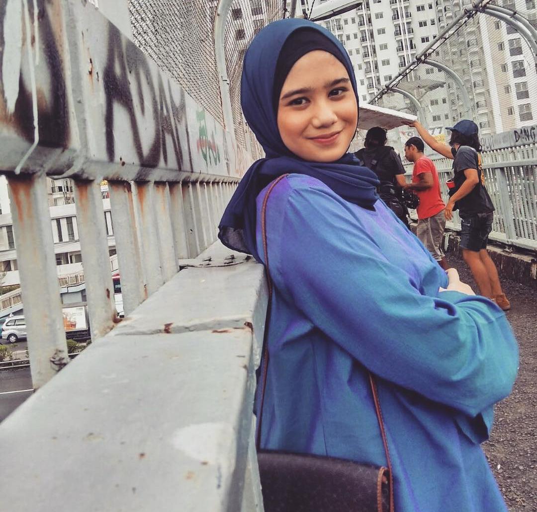 Tissa Biani Azzahra Pakai Hijab Biru