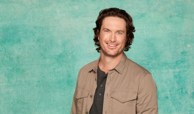 Oliver Hudson es Martin en Splitting Up Together