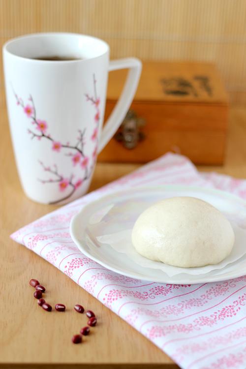chińskie bułeczki na parze nadziewane czerwoną fasolką adzuki