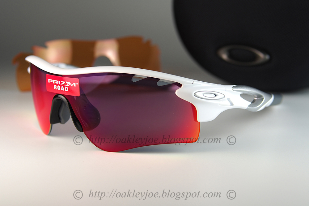 b0d7999efd lens pre coated with Oakley hydrophobic nano solution complete set with  box