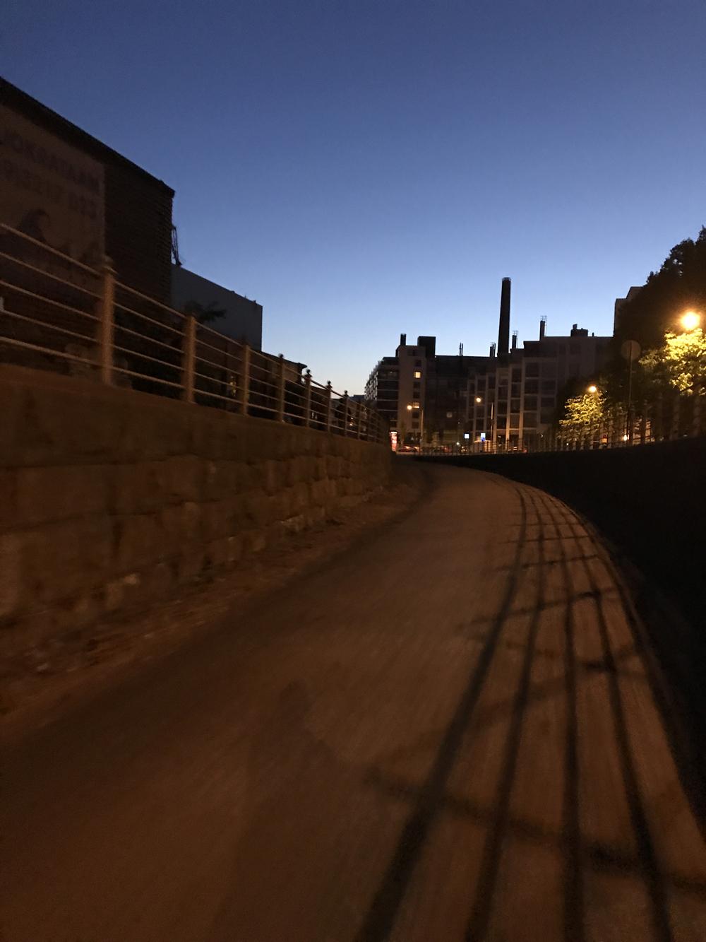 Kaupunkipyörällä auringonlaskusta auringonnousuun 8
