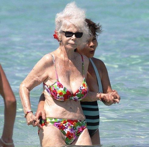Abuela fea de buen cuerpo modela para mi - 1 part 4