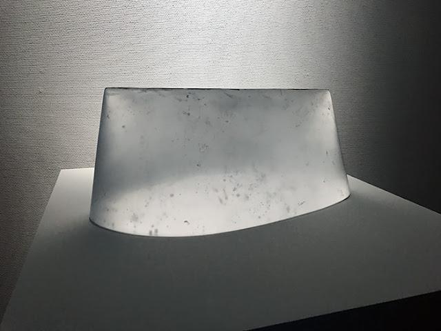 富山市ガラス美術館 扇田克也「光のカタチ」