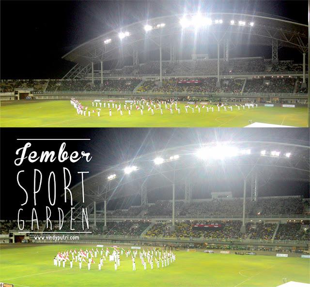 Penampilan paskibraka di lapangan stadion Jember Sport Garden (JSG).