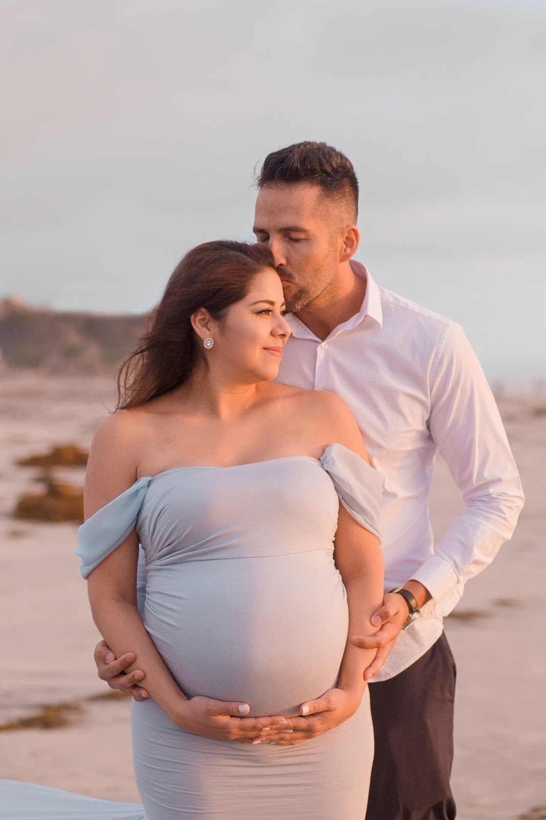 couples maternity shoot, maternity shoot ideas, maternity shoot outfit ideas