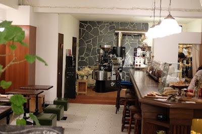 東京調布市 本とコーヒー tegamisha 喫茶スペース