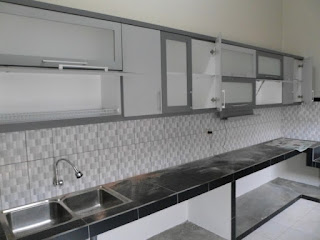 furniture interior semarang - kitchen set minimalis pintu kaca engsel hidrolis 05