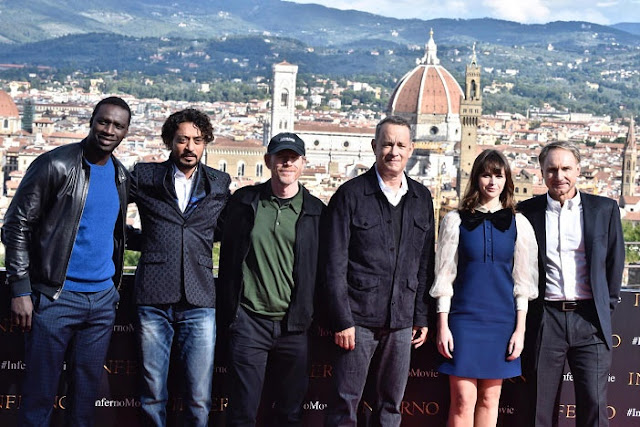 El elenco protagonista de Inferno en Florencia, de izquierda a derecha: Omar Sy, Irrfan Khan, Ron Howard, Tom Hanks, Felicity Jones y Dan Brown