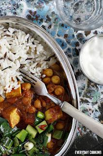 http://www.greencooking.pl/2012/06/curry-z-ciecierzyca-i-tofu.html