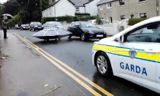 cảnh sát rượt đuổi ufo trên đường