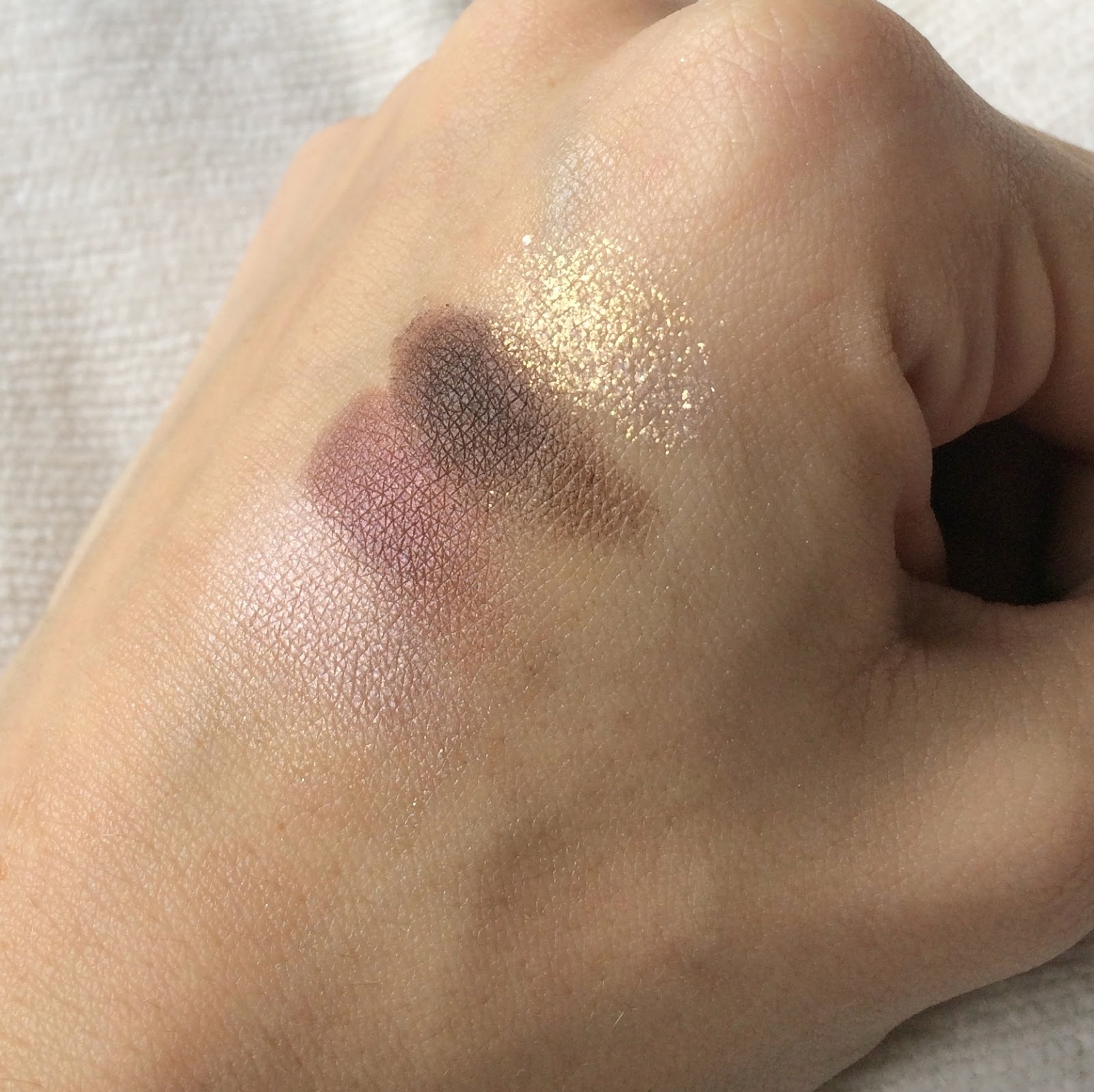 Bourjois-Quad-Smoky-Stories-eyeshadow-over-rose-swatch
