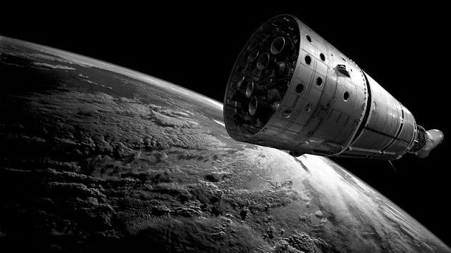 sisa roket yang mengambang di luar angkasa tepat di atas bumi