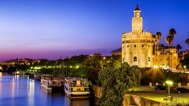 Great Torre del Oro of a day trip to Seville from Malaga