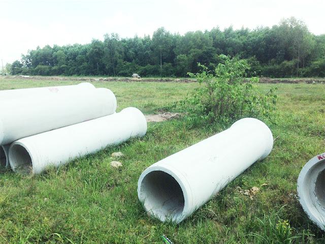 Nhiều cống thoát nước chuẩn bị được lắp đặt tại dự án.