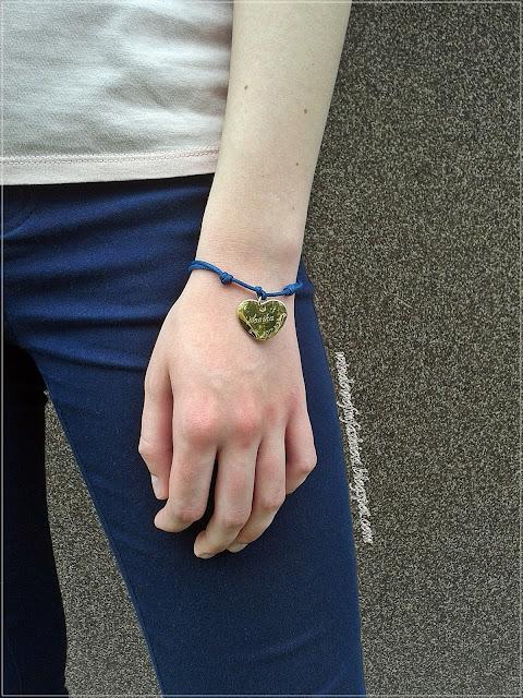 bransoletka z sercem z wygrawerowanym imieniem Monika