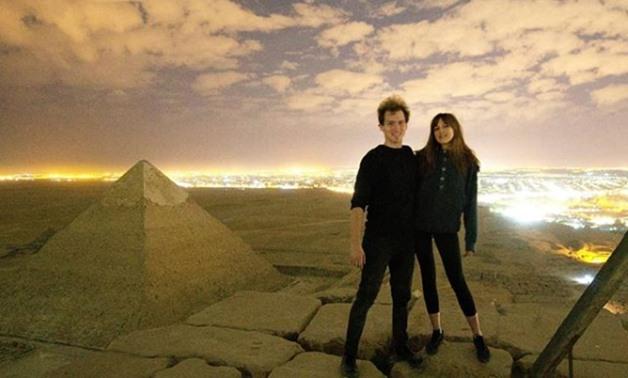 مقطع إباحي على قمة الهرم خوفو في الجيزة مصر تحقق في الفيديو الإباحي  CLIMBING THE GREAT PYRAMID OF GIZA