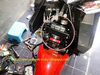 Cara pasang alarm motor pada Honda Vario 125 New LED