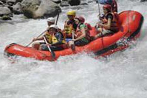 Arung Jeram di Sungai Bingei