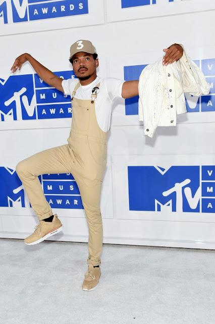 chance the rapper no vma, look monocromático masculino, Os Looks Masculinos do VMA 2016