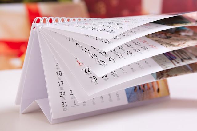 Biurkowy kalendarz na 12 miesięcy z własnymi zdjęciami