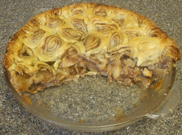 Baking Banquet Caramel Pecan Apple Pie With Cinnamon Roll