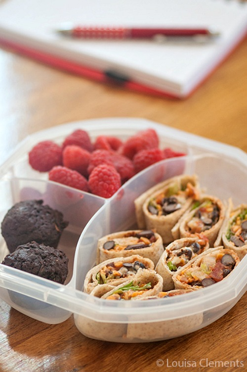 10 Easy Back to School Lunches- This year, give your kids easy, fun, and filling homemade lunches to take to school! Check out these 10 easy back to school lunches for ideas! | healthy school lunches, fast lunch ideas, quick lunches for kids, easy recipes for busy moms, school lunch ideas that are not sandwiches, food