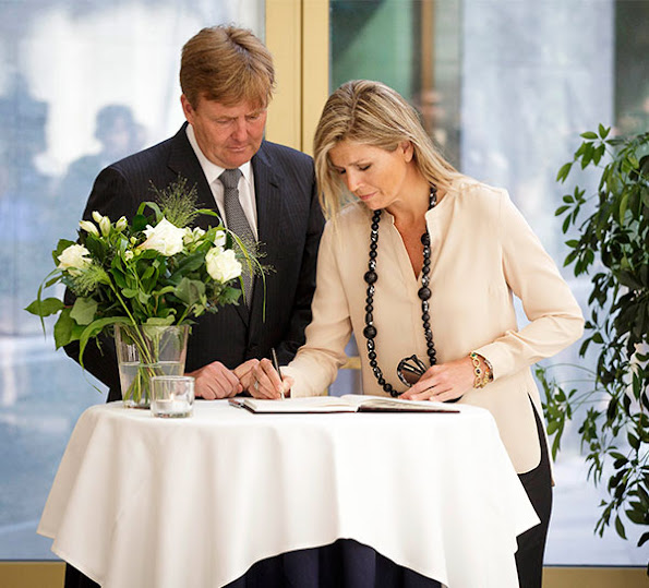 King Willem Alexander and Queen Maxima  signed the book of condolences  at the Ministry of Safety and Justice
