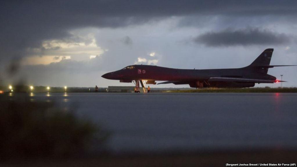 Uno de los bombarderos B-1B de Guam que cruzó el área no militarizada de ambas coreas