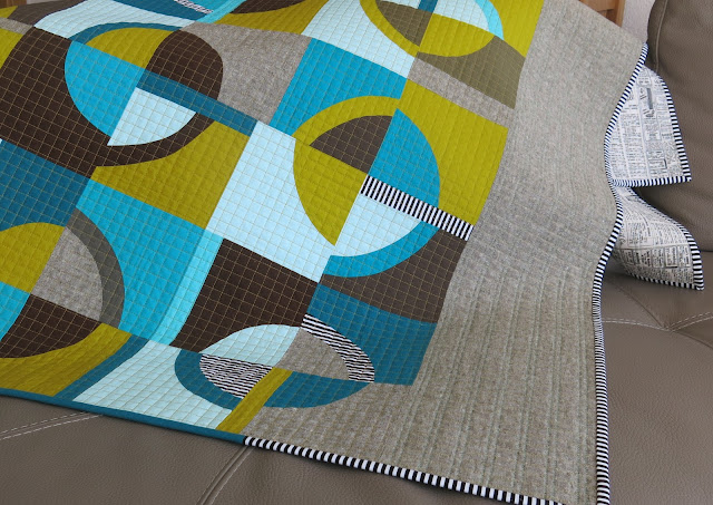 Luna Lovequilts - Retro, a finished quilt with improv curves - On the sofa