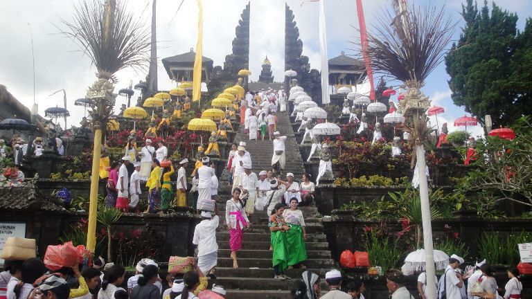 Full Day Besakih Bali Mother Temple Tour - Batubulan, Batuan, Celuk, Mas, Ubud, Village, Kayuamba, Kertagosa, Taman Gili, Klungkung, Bukit Jambul, Besakih, Bali, Tour, Excursion, Program, Trip, Itinerary, Plan, Schedule, Volcano, Lake, Mountain, Leisure, Sightseeing, Holidays, Vacation