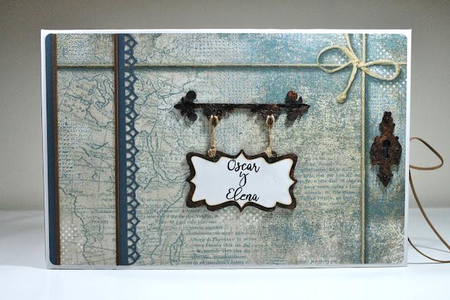 Libro de firmas Blues realizado por Ann Friks con la colección de papeles Stamperia Blues, Troquel Hardware Findings y Hanging Sign de Tim Holtz. Scrapbook