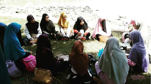 Bulatan gembira di Taman-Taman Raudhah