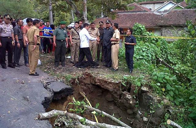 warga majalengka diminta waspadai bencana longsor
