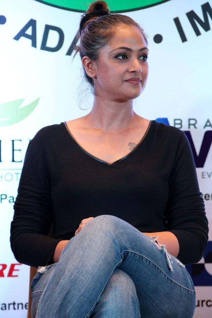 Tamil Actress Simran 2017 Images In Black T Shirt Jeans