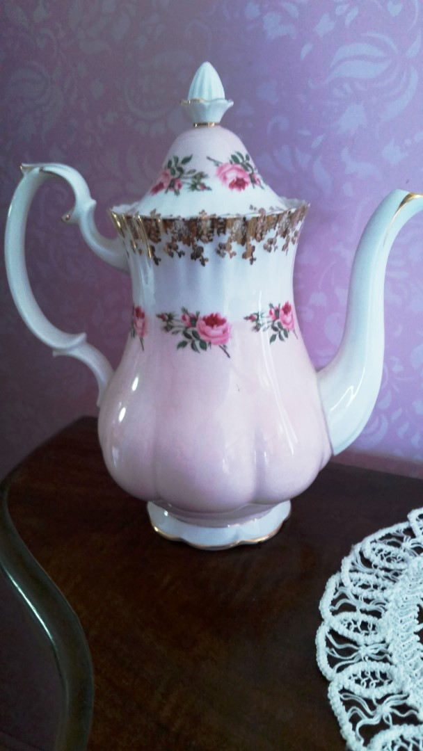 Pottery Beautiful Boots Penrose Teapot Pottery, Porcelain & Glass
