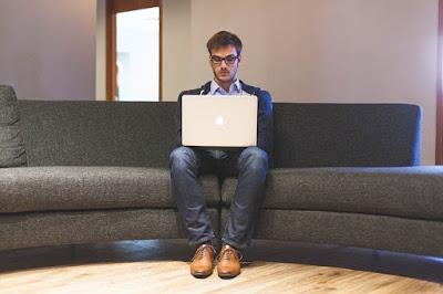 Mengatur Posisi Duduk Yang Baik Saat Menggunakan Komputer