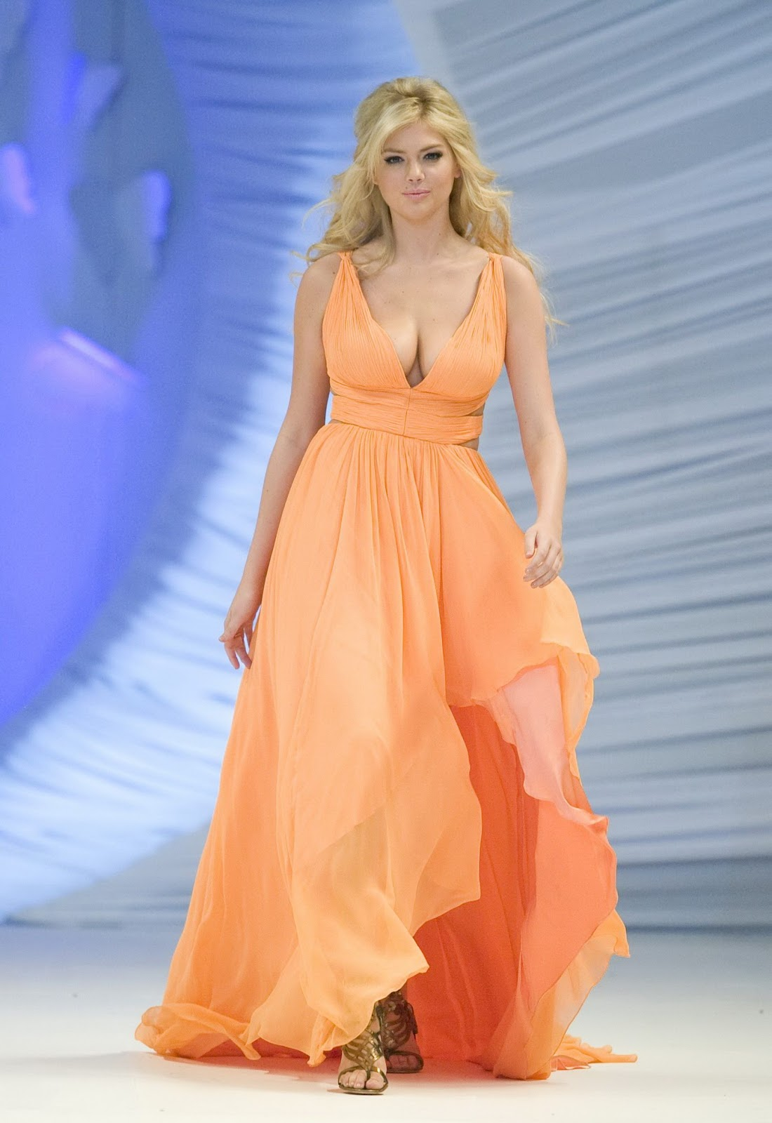 Kate Upton In Crepe Dress At Liverpool Fashion Festival