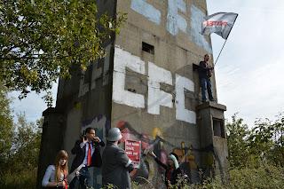 Wiederaufbau der Mauer