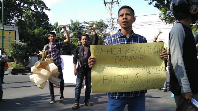 Mahasiswa Tuntut Pemerintah NTB Atasi Krisis Air Bima